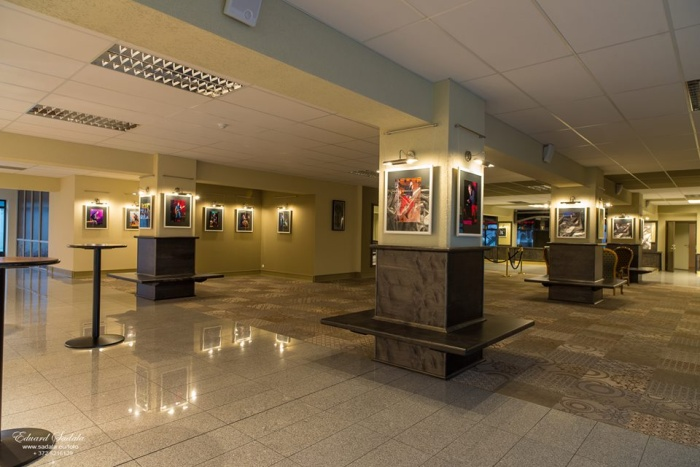 Фотовыставка Эдуарда Садала в обновленном фойе КЦ Geneva