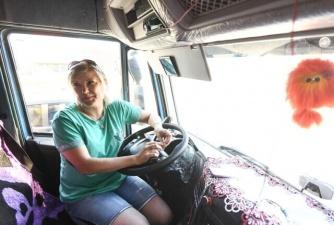 В Орловской области учительница оставила школу, чтобы стать дальнобойщиком