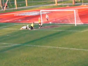 Эстонский вратарь обиделся на свою команду и во время игры ушел с поля