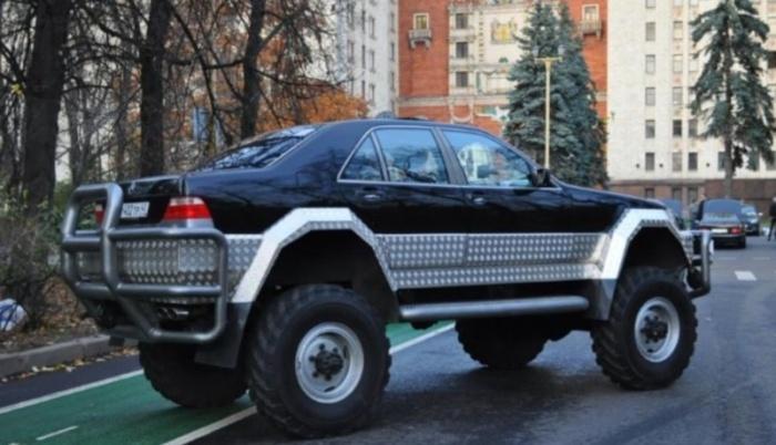 """Умелец скрестил Mercedes с шасси ГАЗ-66 и получил """"франкенштейна"""""""