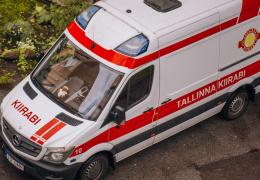 Полиция пока не нашла водителя, сбившего пешехода в Нарве