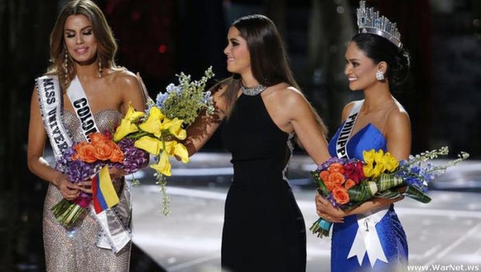Скандал на «Мисс Вселенной-2015»: корону по ошибке отдали не той.