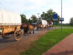 Караван рейнских тяжеловозов пересек границу Эстонии и двинулся в сторону России