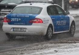 На шоссе Таллинн-Нарва автомобиль сбил лося, водитель доставлен в больницу