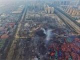 На месте взрыва в Тяньцзине осталась гигантская воронка