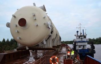 По Нарове впервые прошла баржа с грузом в 1300 тонн