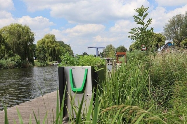 Странные туалеты в Амстердаме, в которых можно не только справить нужду
