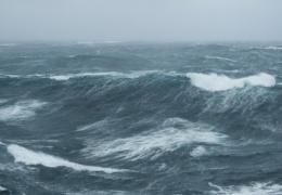 Сильный ветер поднимет на Балтийском море волны до трех метров