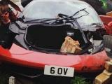 Мужик раскошелился на аренду Ferrari для свадьбы и разбил ее о жилой дом