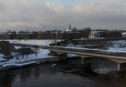 Нарва провожает российских туристов: очереди на погранпункте терпимые