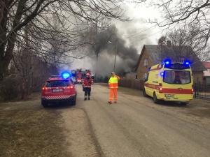 Пожар в Йыхви: жильца горящего дома спас сосед