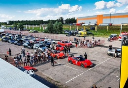 Фестиваль спорткаров Unlim 500+ 2020 на аэродроме в Московской области
