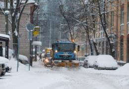Снегопад продолжается: по-прежнему частично отменено паромное сообщение, к вечеру метель усилиться
