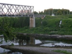 Мужчина в Нарве перешел границу по железнодорожному мосту