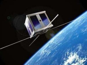 Эстонский спутник мечется среди русских обломков