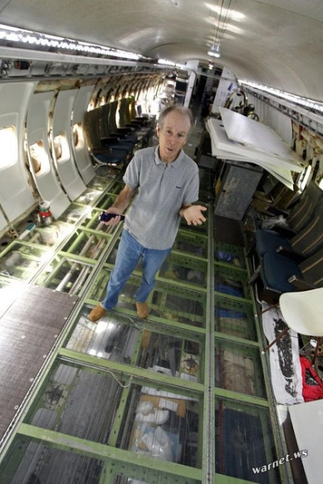 Пенсионер построил себе среди леса дом из самолета Boeing 727
