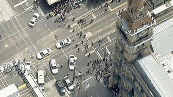 В Мельбурне автомобиль врезался в толпу пешеходов: три погибших