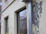 Нарвские фасады — хоть камни с неба?
