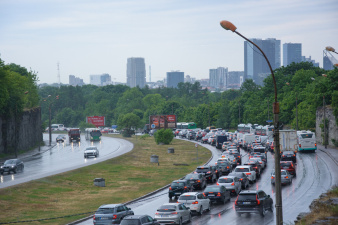 ФОТО: на Лаагна теэ в Таллинне образовалась гигантская пробка