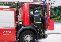 В Нарве спасатели тушили огонь в двух квартирах