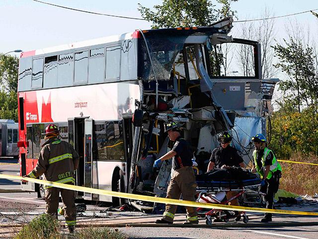 В Канаде поезд столкнулся с двухэтажным автобусом - пятеро погибших