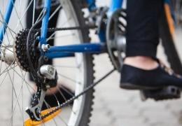 В Нарве автомобиль сбил велосипедистку