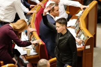 Порошенко предложили назначить Савченко послом в России