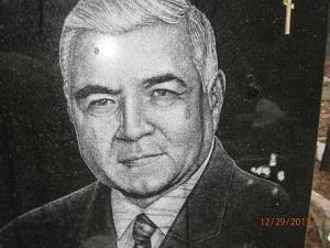 Осквернили памятник Юрию Мишину