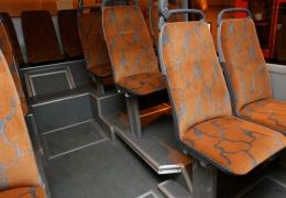 В Нарве автобус въехал в столб, пострадал водитель