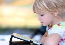 Четырёхлетняя девочка спустила все папины накопления на мошенников