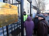 в Нарве люди как минимум час стояли в очереди, чтобы проголосовать