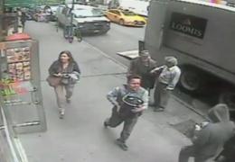 прохожий в Нью-Йорке украл у инкассаторов ведро с золотом