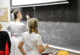 Недовольные зарплатами учителя предупредили о возможности забастовки