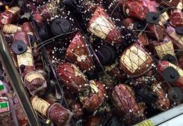 В Ашане на копченую колбасу прицепили противоугонные магниты