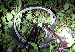 Внедорожник насмерть сбил 14-летнюю велосипедистку и скрылся с места происшествия
