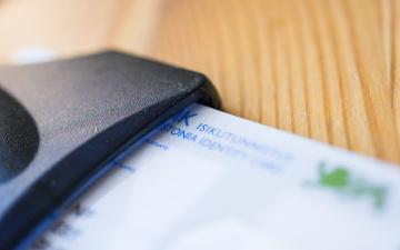 Псковского вице-губернатора подозревают во взяточничестве: при обыске изъяли эстонскую ID-карту