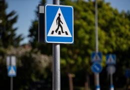 Полиция попросила власти Нарвы привести в порядок дорожную разметку возле учебных заведений