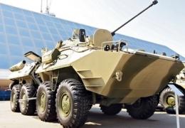 В Ленинградской области полицейские после погони задержали БТР с пьяными дачниками