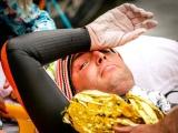 Выживший после рака парень проплыл 163 км, чтобы заработать более $4 миллионов на изучение болезни