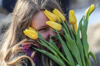 В Рийгикогу не собираются возвращать 8 марта статус официального праздника