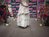 Удивительные свадебные платья из туалетной бумаги