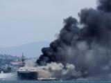 Взрыв и пожар на десантном корабле USS Bonhomme Richard в США