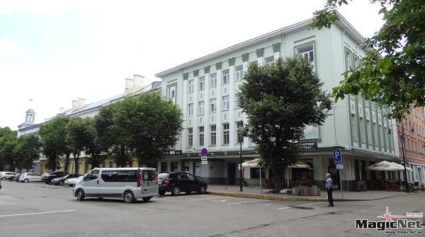 Парковка на Петровской площади в Нарве станет платной к зиме
