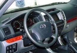 ДТП в Нарве: при столкновении грузовика и внедорожника пострадал один человек