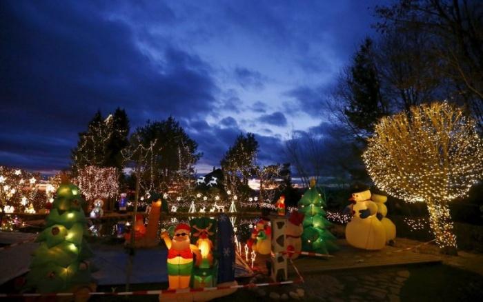 Рождественские огни загородной усадьбы