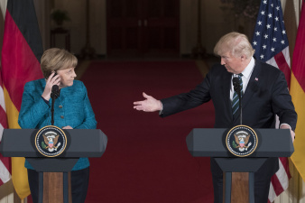 """Трамп заявил, что Германия должна США """"много денег"""" за защиту"""