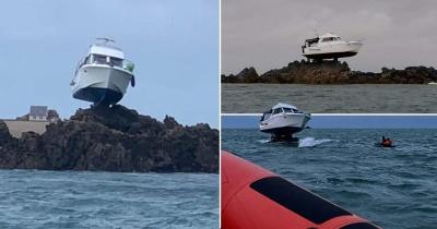 Катер завис в воздухе, налетев на камни у Нормандских островов