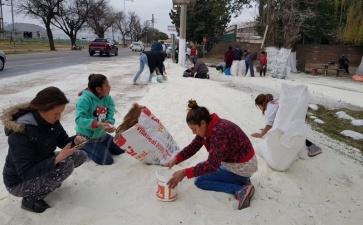 Сладкий праздник на улице: перевернулась фура с сахаром