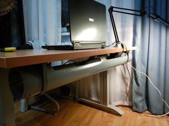 Решение проблемы валяющих под компьютерным столом кабелей