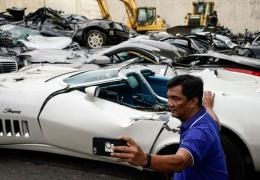 Президент Филиппин Родриго Дутерте приказал уничтожить десятки люксовых авто